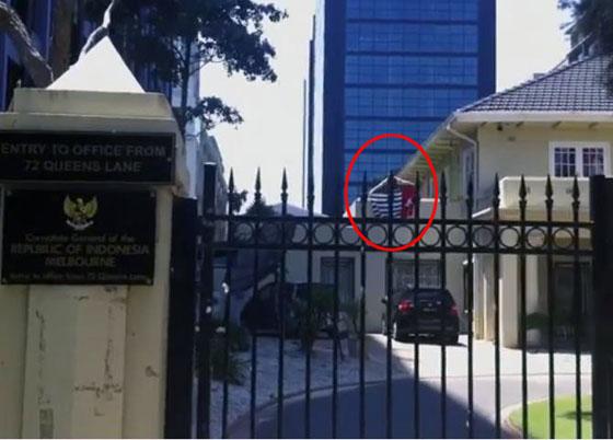 Video Pria Pasang Bendera OPM di Kantor Konjen RI di Australia