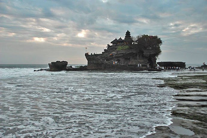 El mar y el templo Tanah Lot