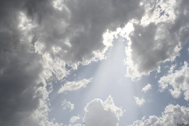 Trou de lumière dans les nuages