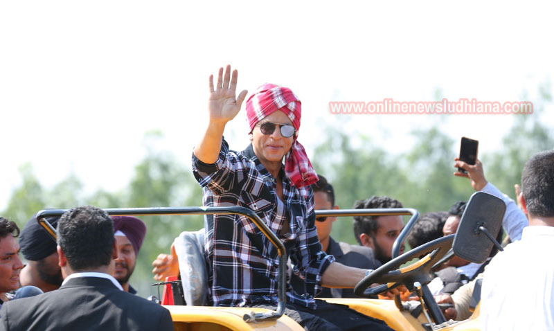 Shah Rukh Khan waves hand to fans during shooting at Village Jhande in Ludhiana