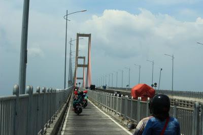 Hari ini Jembatan Suramadu GRATIS.