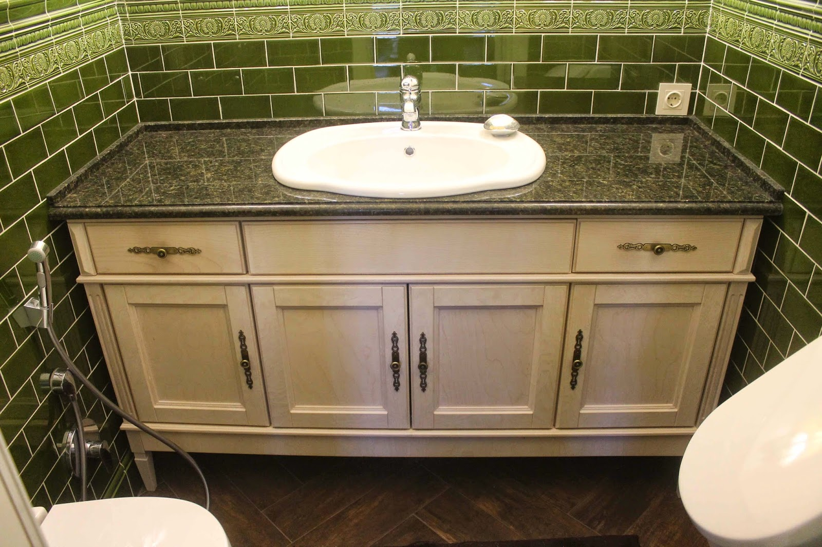раковина над тумбой в ванную