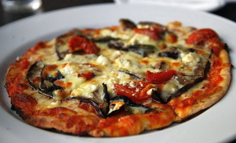 Pizza with eggplants and tomatoes