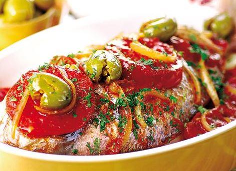 طبق سمك الباجو بالزيتون الأخضر