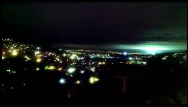 VIDEO: Graban fuertes luces en el cielo durante el sismo de esta noche