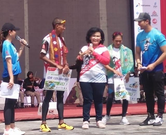 Panglima TNI Serahkan Hadiah Kejuaraan TNI Marathon Internasional 2018  di Kuta Mandalika