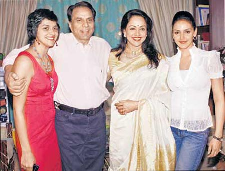 Hema Malini to spend 66th birthday with family - Entertainment