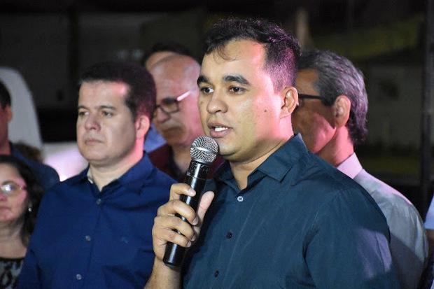 Secretário Gilson Julião é acusado de ficar com parte do salário de servidor da Prefeitura de Santa Cruz