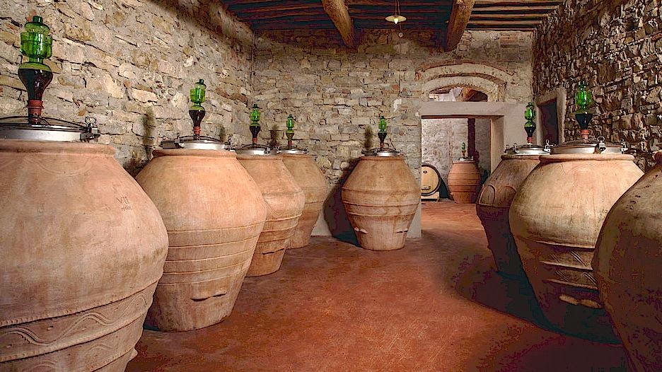 Wine production using terracotta containers (giare)