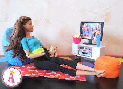 Barbie Made to Move и новая мебель для куклы, котенок барби, попкорн и телевизор