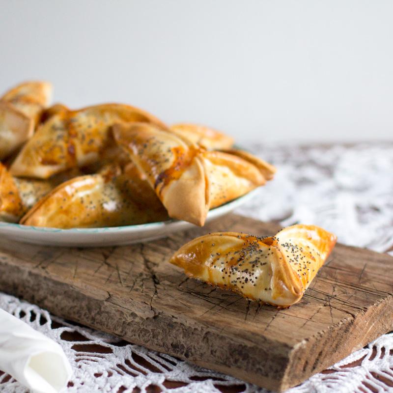 receta de empanadillas de atun y huevo con semillas de amapola