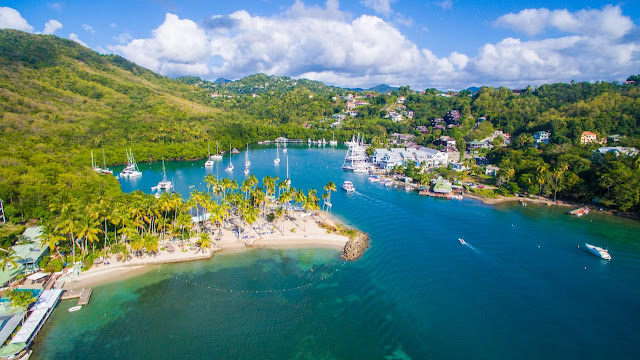 Vue aérienne de Marigot Bay