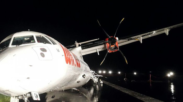 Pesawat Wings Air IW 1896 tergilicir di Bandara Ahmad Yani Semarang, Minggu malam, 25 Desember 2016 [tribunnews.com]