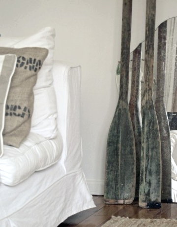 decorating bedroom with vintage oars