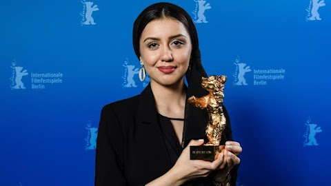 Iráni ellenzéki rendezőnő nyerte az Arany Medve díjat – A lánya vette át az elismerést