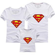 Foto di magliette di Superman per mamma, babbo e bambino