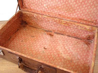 fotos maletas antiguas abiertas
