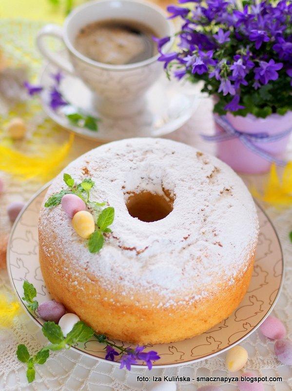 babka na jogurcie, ciasto jogurtowe, babka wielkanocna, ciasto na wielkanoc, migdaly, baba