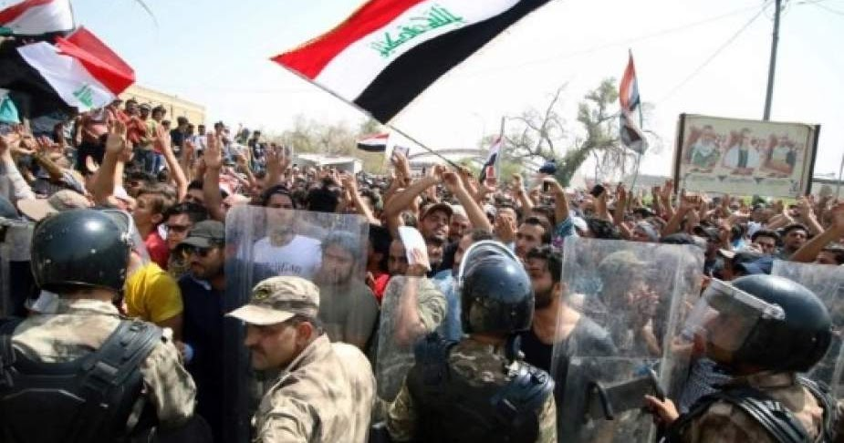 Pengunjuk Rasa Irak Kembali Membakar Konsulat Iran