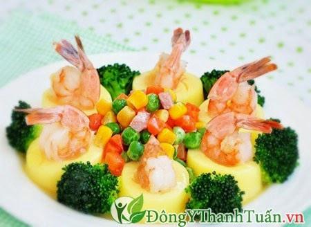 Chữa bệnh nhiệt miệng với món đậu hủ trứng xào tôm