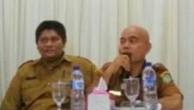Kadis Perikanan Asahan Oktoni Eryanto memberikan arahan kepada peserta bimtek.