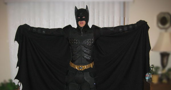 How To Make A Batman The Dark Knight Rises Costume Without Spending Bruce Wayne Money How To The Geek Twins