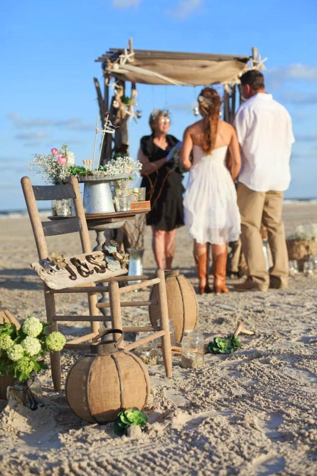 Rustic Decor For A Beach Wedding In Port Aransas Texas Coastal Chic Events Http