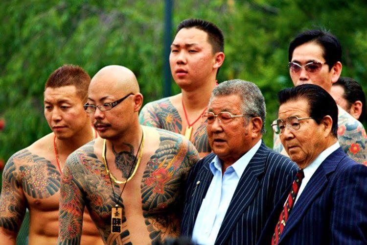 Dövmesi bulunan kişiler Japon hamamlarına sokulmaz, dövmeler Japonlar için itici ve iğrençtir.