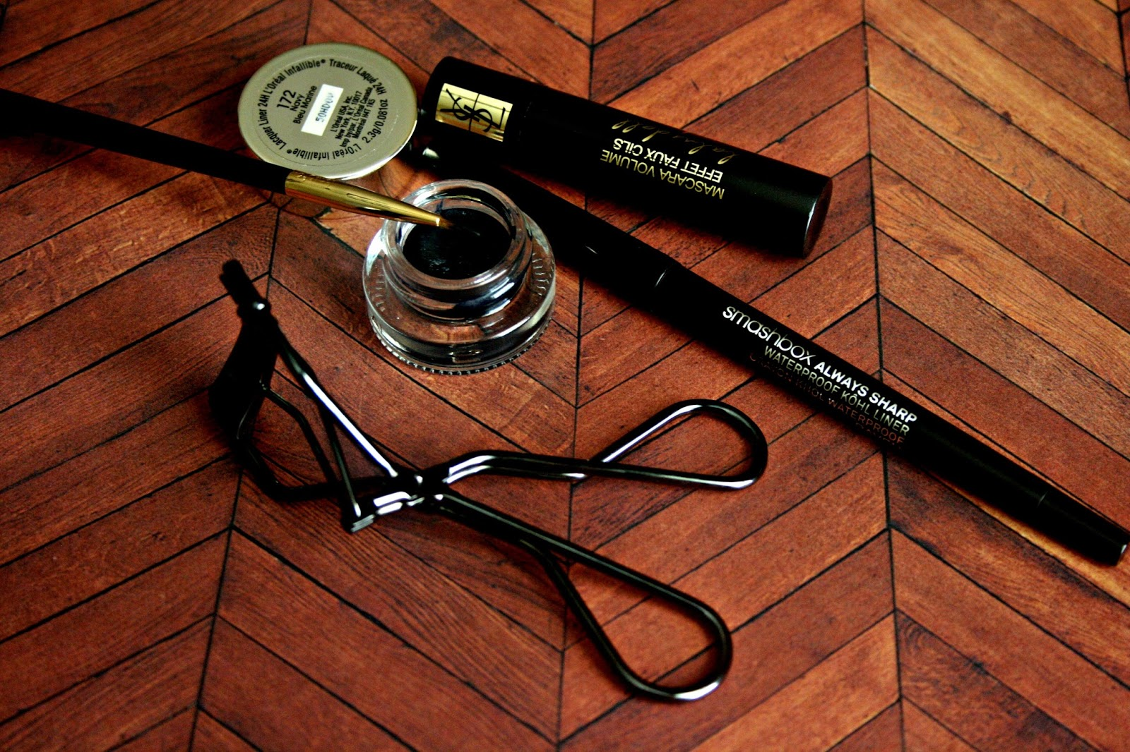 Makeup, Beauty and More: Simple & Easy   Winged Eye Liner ...