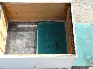 Όταν οι κυψέλες έχουν βάσεις με σήτα και αποσπώμενο συρτάρι, Τι κάνουμε τον χειμώνα;