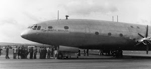 Suasana dalam kabin pesawat di tahun 1950an
