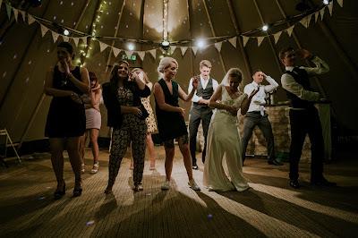 La música es fundamental para animar el baile