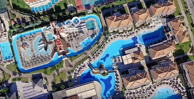 Το χωριό της Ελλάδας που αντί για σπίτια έχει μόνο πολυτελή ξενοδοχεία! (βίντεο)