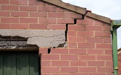 Penyebab Dinding Rumah Retak dan Cara Mengatasinya
