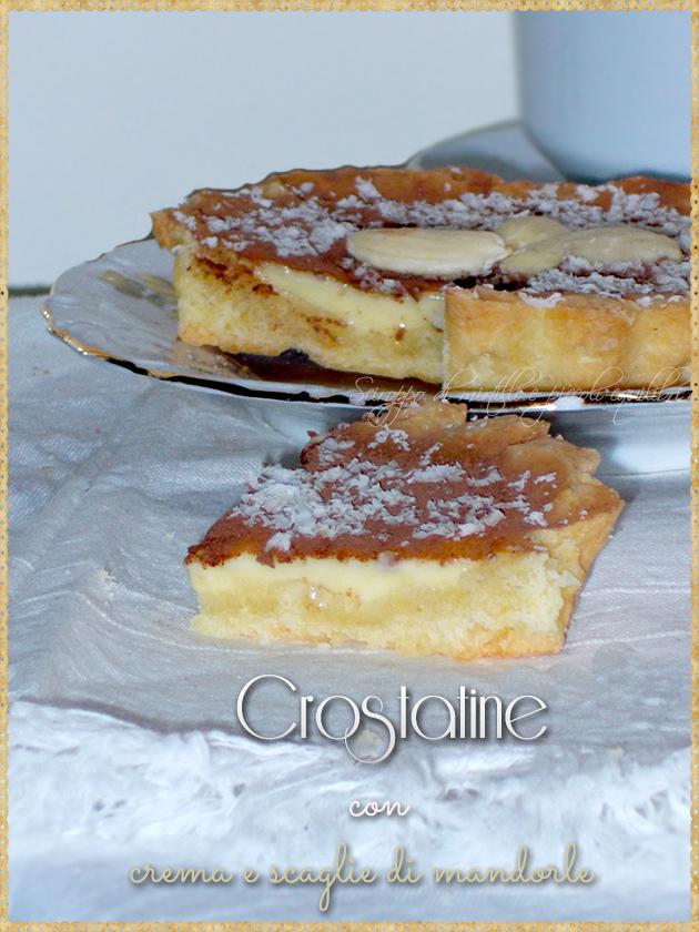 Crostatine con crema e scaglie di mandorle
