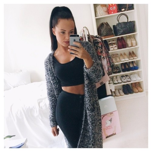 18 Tumblr Summer Outfits fashion crop top black pants