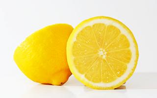Lemon untuk mengatasi flek hitam