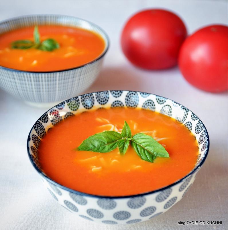pomidorowa, najlepsza pomidorowa, jak zrobic pomidorowa, sezonowe przepisy, lipiec, lipiec wkuchni, warzywa sezonowe lipiec, lipiec owoce sezonowe lipiec, lipiec warzywa sezonwe, sezonowa kuchnia, sezonowosc, zycie od kuchni, lipiec zestawienie przepisow