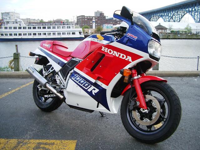 Honda VF1000R HD Wallpaper