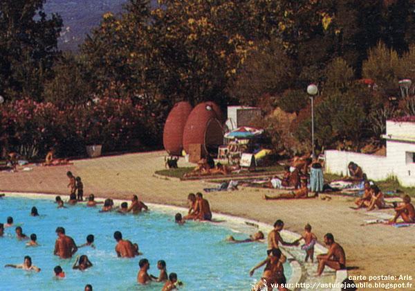 """""""Coquilles de plage"""" - cabines, douches, Caisses d'entrée, cabines mobiles..  Constructeur: Dorestyl - G.E.A.D."""