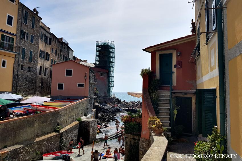 Włochy, Liguria, liguryjskie miasteczko, Tellaro, przypomina zabudową cinque terr
