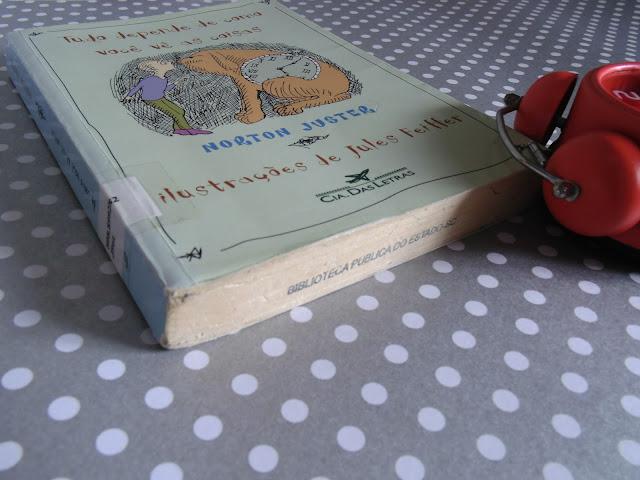 livro e relógio