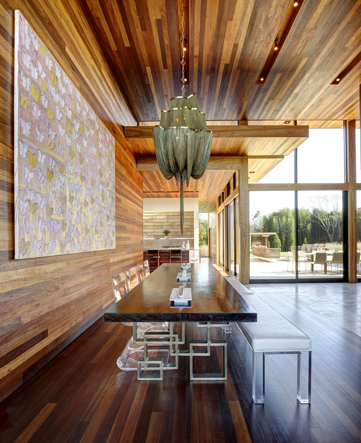 Dining table in Sam's Creek Home by Bates Masi Architects