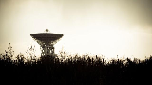 """""""¿Hay alguien ahí?"""": Captan una misteriosa señal de origen extraterrestre en una frecuencia muy baja"""