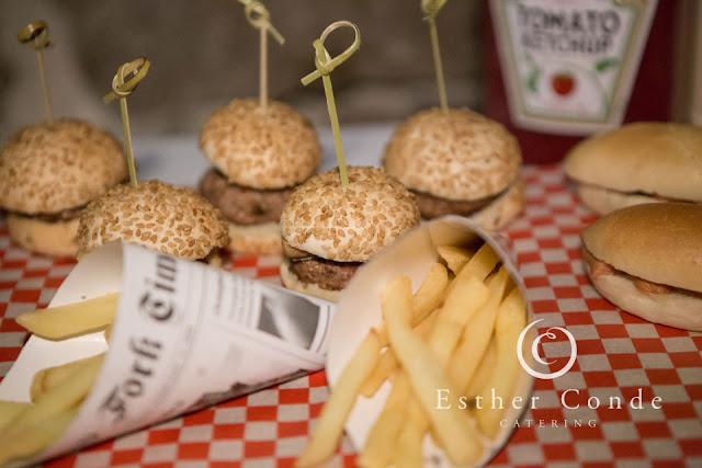 Resopón basado en comida fast food para tu boda - Foto: Esther Conde