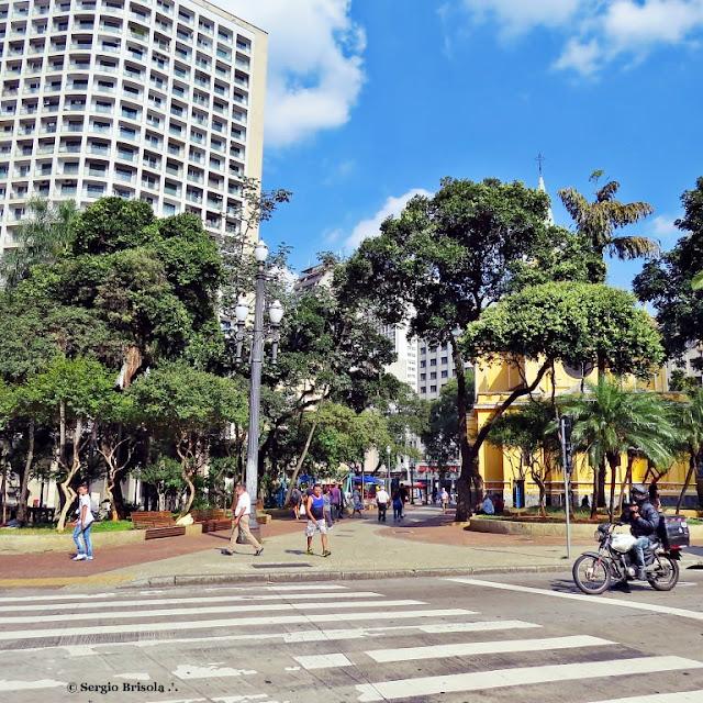 Vista ampla de parte do Largo do Paiçandu - Centro - São Paulo