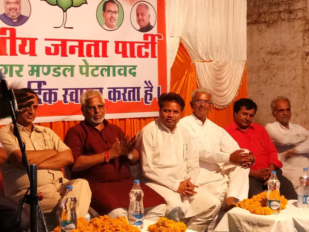 Pledge-to-make-every-ward-of-the-city-of-Petlavad-a-Congress-free-पेटलावद नगर के प्रत्येक वार्ड को कांग्रेस मुक्त बनाने का संकल्प दिलाया