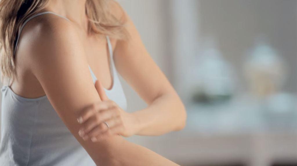 modella attrice aveeno crema corpo pubblicita testimonial spot 2016