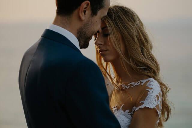 ماذا أفعل في ليلة الزواج مع زوجتي؟  ماذا أفعل في ليلة الزواج مع زوجي؟  ماذا يحدث في ليلة الزواج  بالتفصيل؟  ماذا يحدث في ليلة الزواج بين الزوجين؟  ماذا يفعلون في ليلة الزواج ؟  معلومات عن ليلة الزواج ؟
