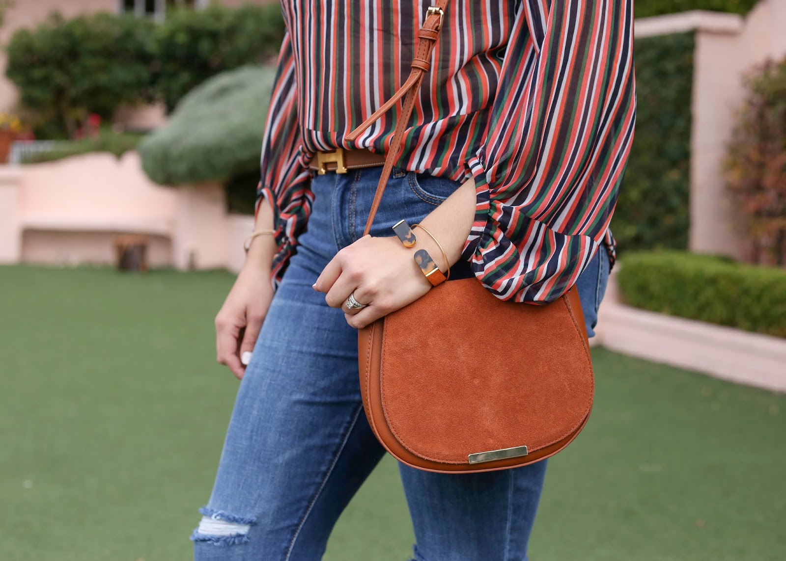 how to wear a cognac crossbody